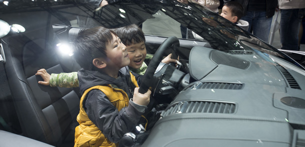 Studie More Than a Market_Kids at Shanghai Car-fair_15.jpg(© Jan Siefke)