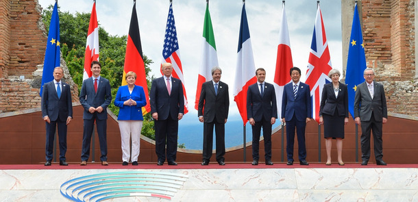 G7_Taormina_family_photo_2017-05-26.jpg(© Italian G7 Presidency 2017 - G7 Summit on g7italy.it / Wikimedia Commons - CC BY 3.0 it, https://creativecommons.org/licenses/by/3.0/it/legalcode)