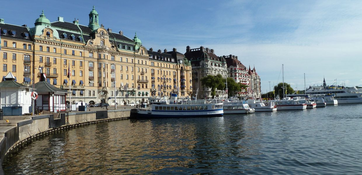 Sweden's capital Stockholm: view of Strandvägen from Nybrokajen