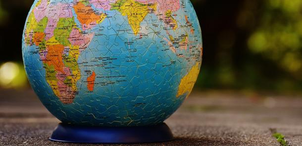 protectionist policies  German translation  Linguee