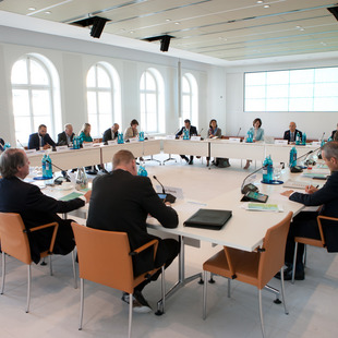 Round Table, Diskussion