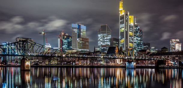 Frankfurt-Skyline.jpg(© Tim Benedict Pou / Flickr - CC BY 2.0, https://creativecommons.org/licenses/by/2.0/)
