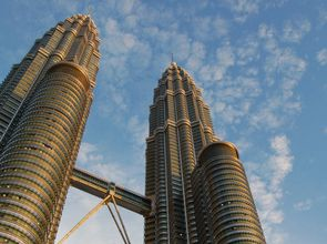 Petronas_Towers_by_Day_fuerWebNEU.jpg