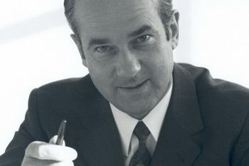 Der Stifter Reinhard Mohn.
