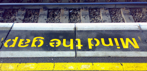 Mind-The-Gap.jpg(© Banalities / Flickr - CC BY 2.0, https://creativecommons.org/licenses/by/2.0/)