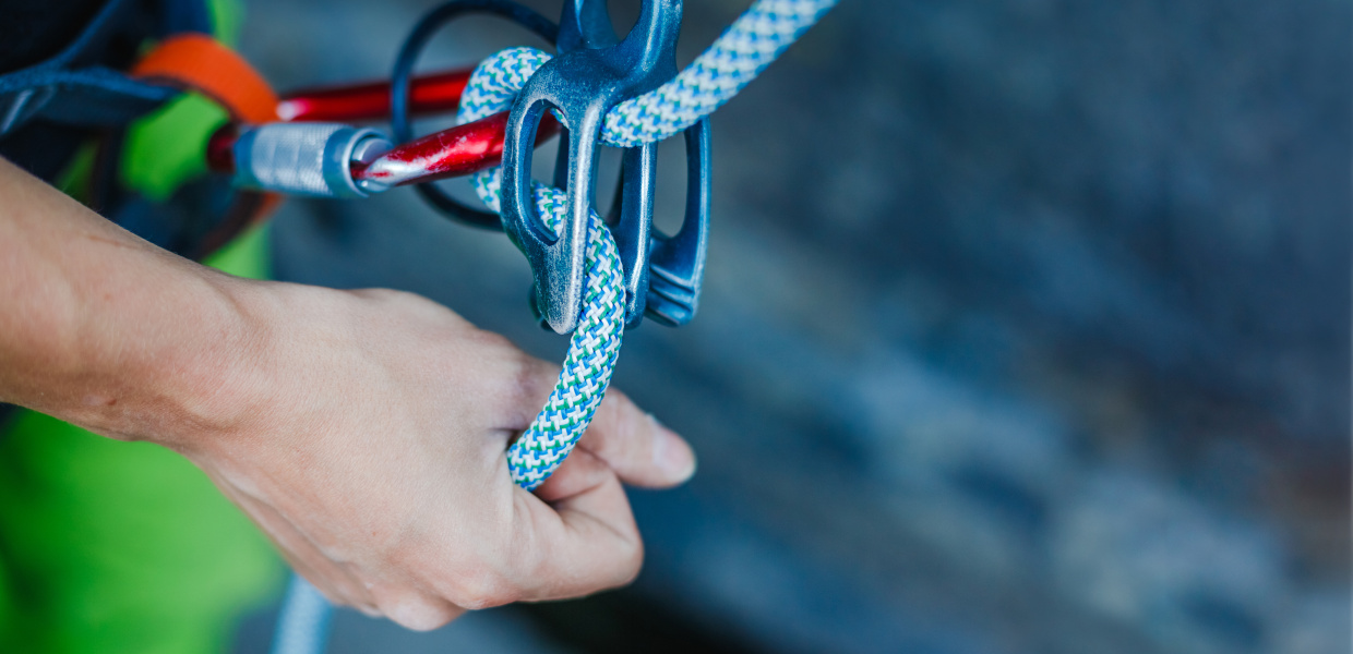"Rock climber wearing safety harness and climbing equipment outdoor, close-up image; ein Kletterer trägt Sicherheitsausrüstung. Shutterstock ID 552773872; Purchase Order: Broschüre ""A Safety Net to Foster Support for Globalisation and Trade""; Client/Licensee: Bertelsmann Stiftung; Other: ST-MT  12.04.2018"