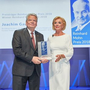 Federal president Joachim Gauck with Liz Mohn at the Award Ceremony of the Reinhard Mohn Prize 2018